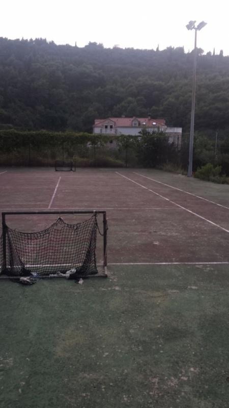 20160911182737Dubrovni-tenisko